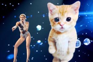Miley-Cyrus-AMAs-2013